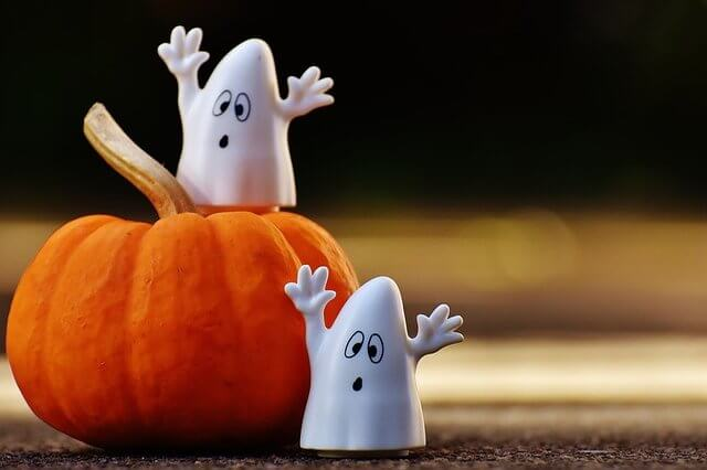 Photo of two ghosts and a pumpkin | Halloween trivia questions and answers | Quizzy Kid